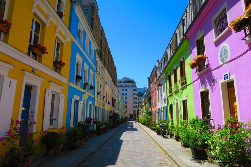 Rue Cremieux mit bunten Häusern in Paris