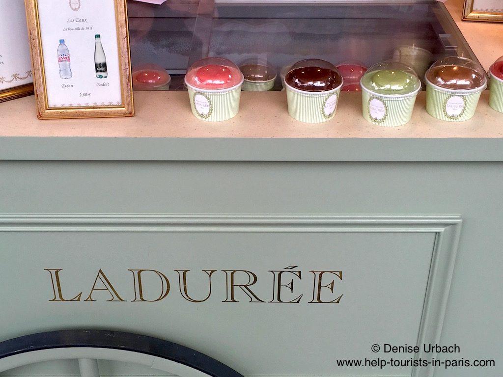 Eis essen Laduree Paris