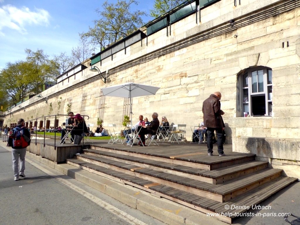 Kiosk am Seineufer in Paris