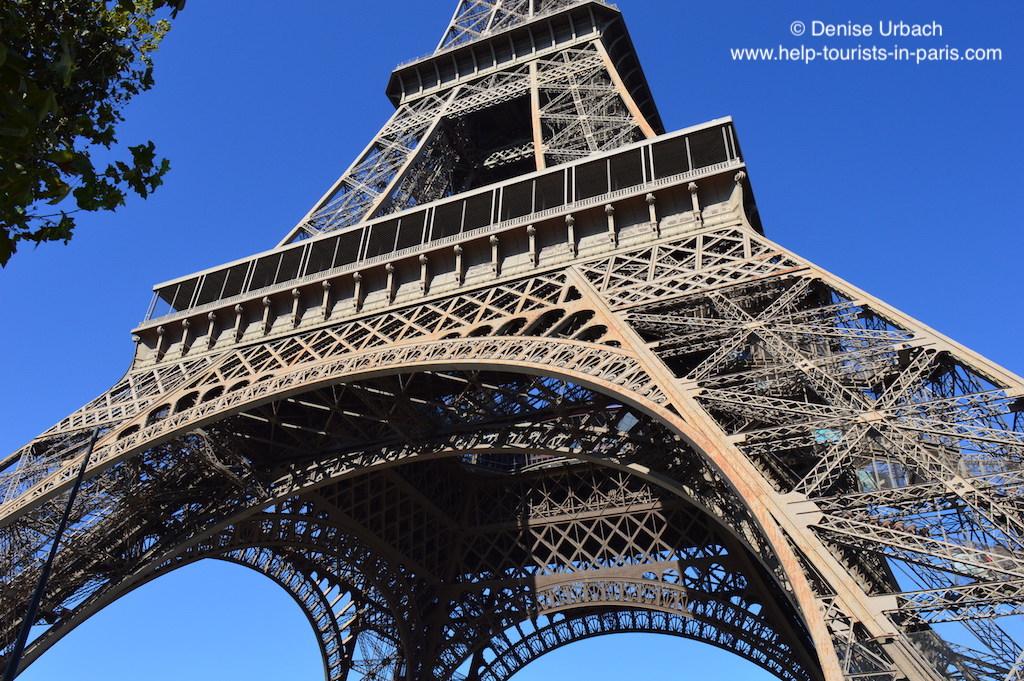 Eiffelturm Paris von unten