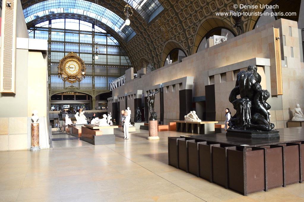 Musée d'Orsay Ausstellungshalle und Bahnhofsuhr