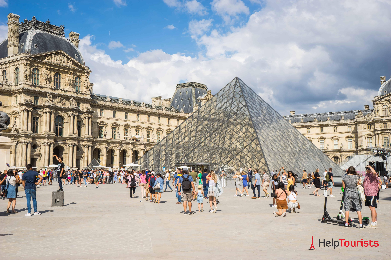 PARIS_Louvre_Platz_gesamt_l