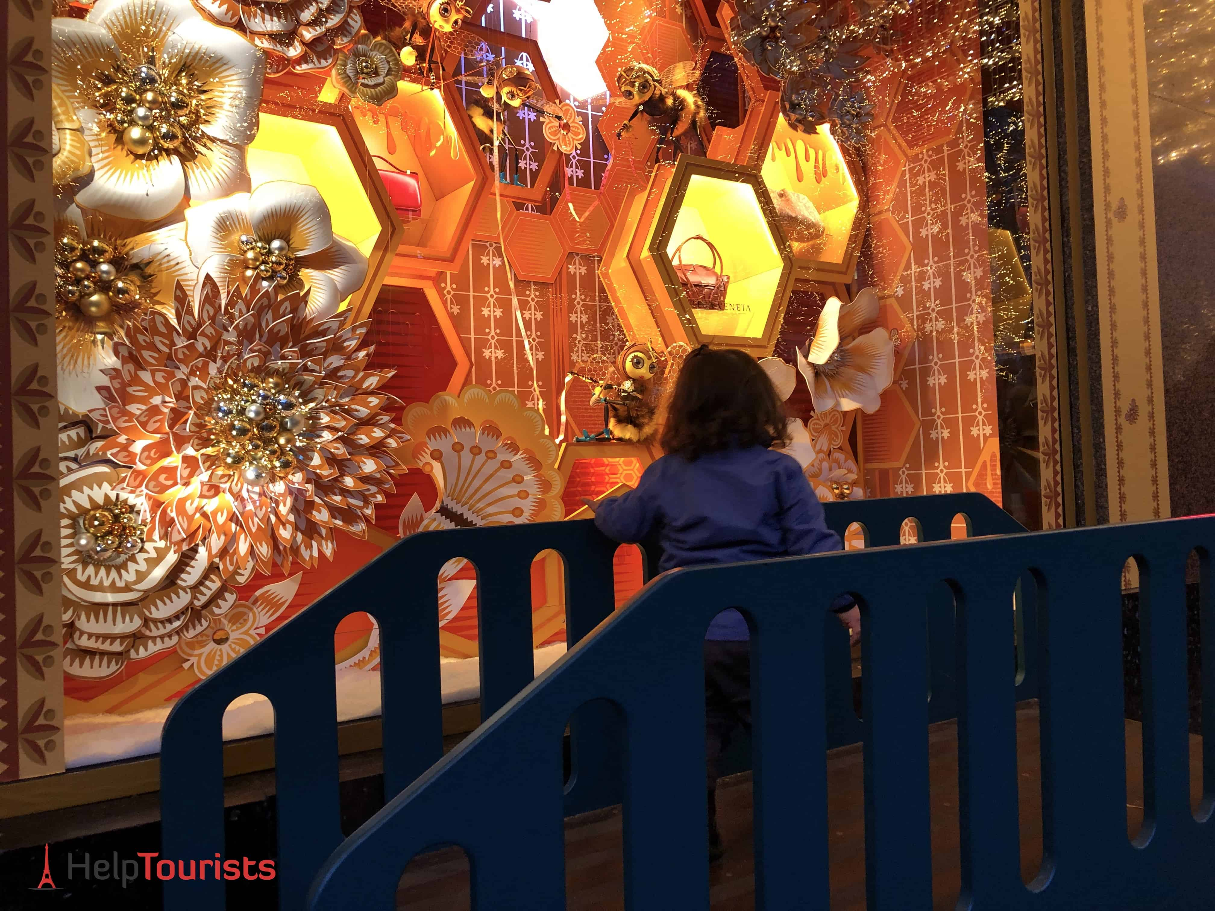 Paris Weihnachten Lafayette Schaufenster Kind Familie