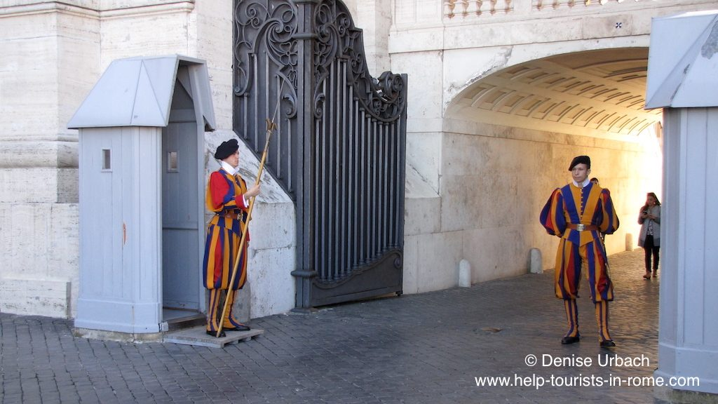 swiss-guard-swiss-soldiers-in-vatican-in-rome