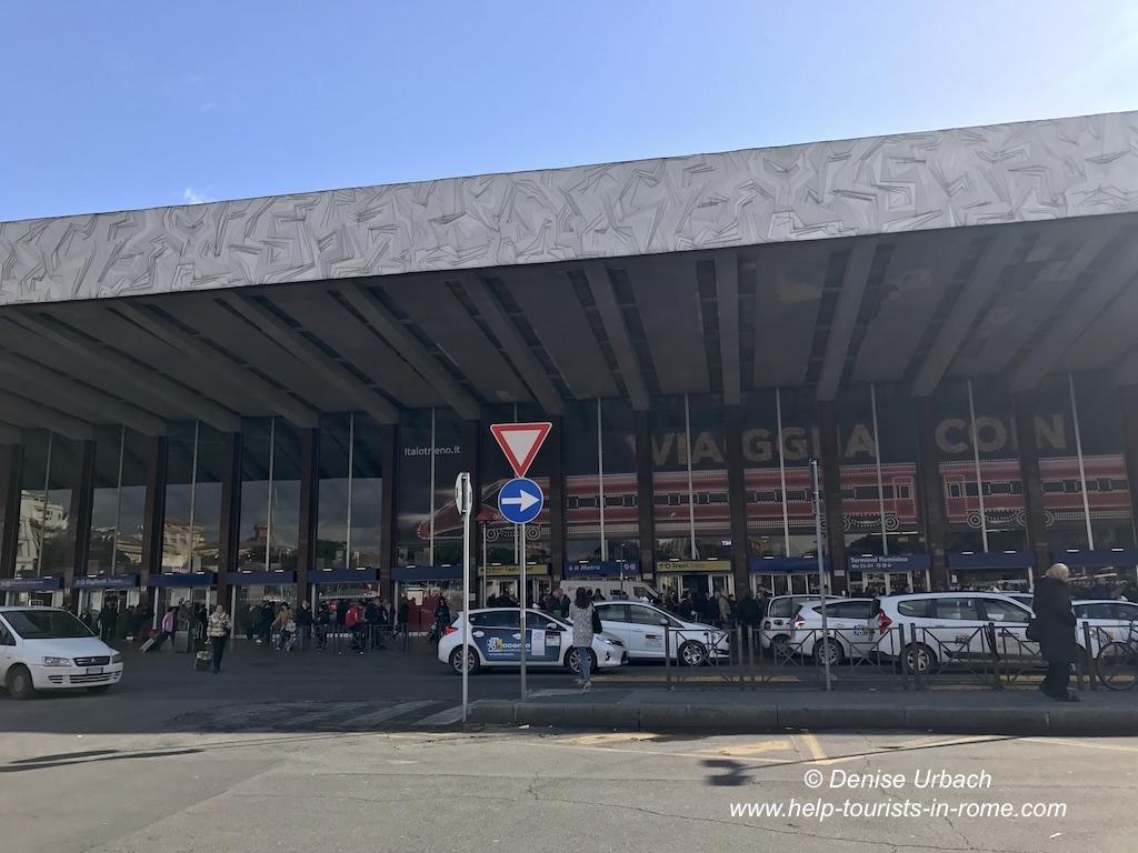 Taxistand vor Bahnhof Termini in Rom