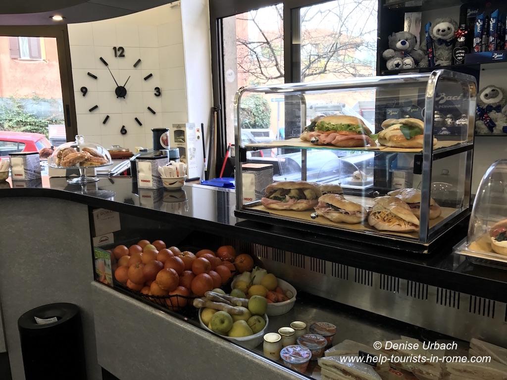 Typisches Café in Rom