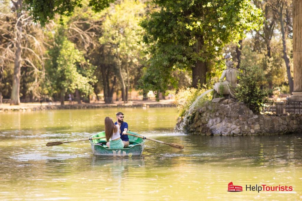 ROM_Laghetto-di-villa-Borghese_Boat_couple_l