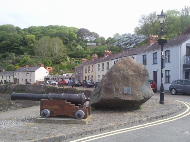 Cannon and herring scuplture