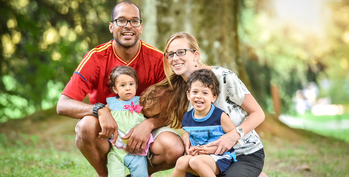 Happy family thanks to our therapeutic services