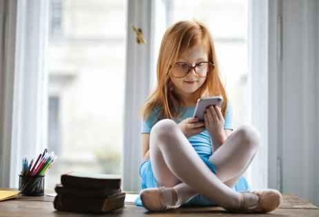 Vanhemmat päättävät, koska on oikea aika hankkia lapselle puhelin.