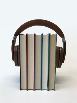 Äänikirjat ovat nauhoitteita kirjoitetuista teoksista.