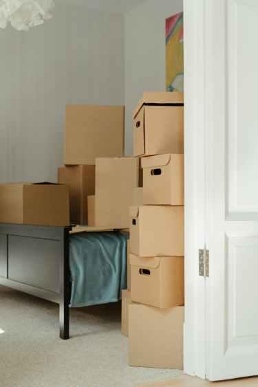 Muuttolaatikoita tarvitaan tavaroiden muuttamiseen.
