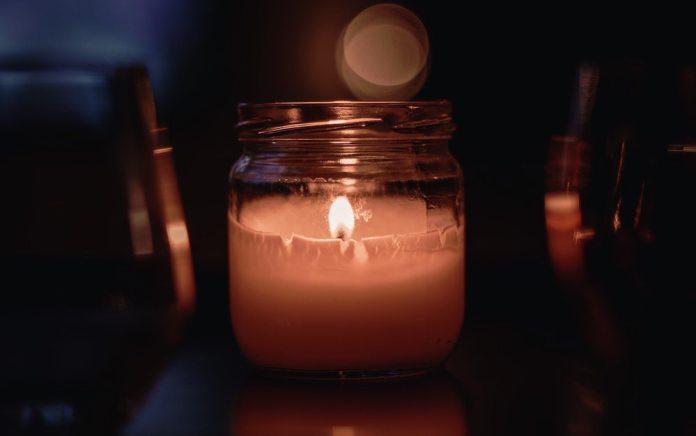 kynttila-astia-unsplash