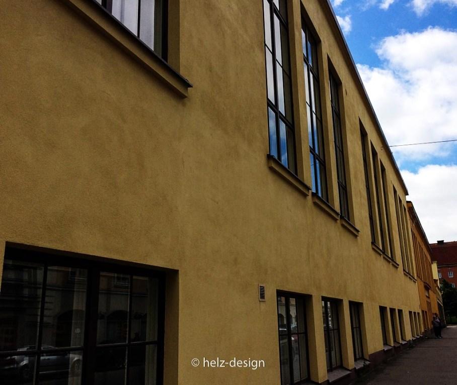 an der gelben Wand lang