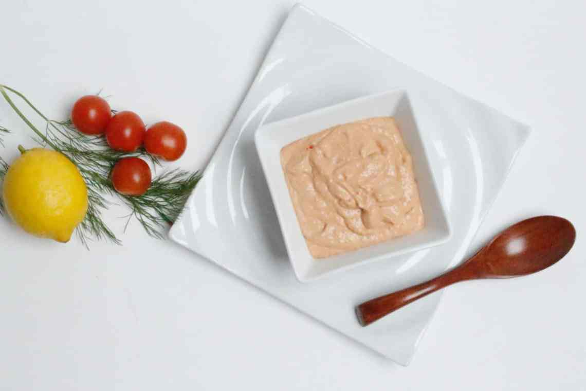 Nem rød skaldyrsdressing. Thousand island dressing