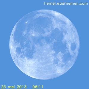 De Maan tijdens het maximum van de eclips