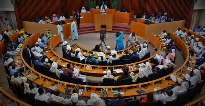 Les députés sénégalais lors de la mise en place de la commission d'enquête parlementaire sur le dossier foncier en février 2019 © aDakar.com/ HA