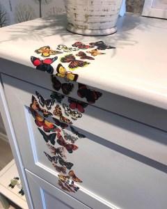 decoupage fjärilar på byrå