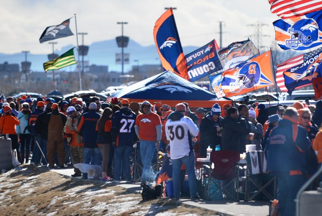 Resultado de imagem para Sports Authority Field at Mile High tailgating x vikings