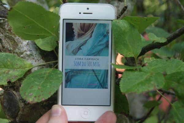 """Anmeldelse: """"Som du ser mig"""" af Cora Carmack - boganmeldelse ved Bogfinkens bogblog"""