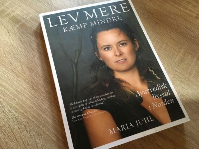 LEV MERE KÆMP MINDRE af Maria Juhl - Bogfinkens bogblog
