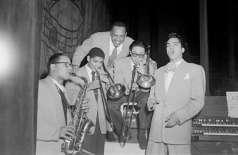 Unidentified musical group inside club, circa 1950. Paul Henderson, HEN.00.A2-250.