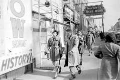 Pedestrians walking on Pennsylvania Avenue, circa 1948. Paul Henderson, HEN.00.B1-112.
