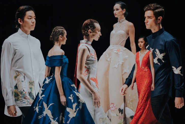hendrawithjaya.com Jakarta Fashion Week 2018 by Hendra Wijaya, Indonesian Fashion Blogger Pria Indonesia Digital and Social Media Influencer based in Jakarta Indonesia. Ikat Indonesia by Didiet Maulana, Barli Asmara, Diniira, Tities Sapoetra, Sean and Sheila, Albert Yanuar, Eridani, Andhita Siswandi designers show runway model collection fashion