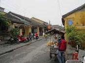 Jalan di kota tua Hoi An