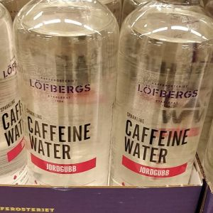 Kolsyrat vatten, med koffein? Vafan?