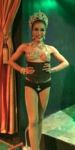 Bang Niangin läheisyydessä ollessa käytiin katsomassa Moo moo kabaretissa ladyboyiden ja muiden tanssijoiden show