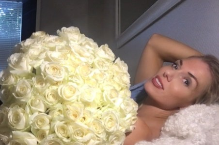 Sata valkoista ruusua