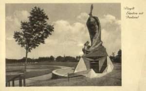Grenzlandstadion mit Denkmal