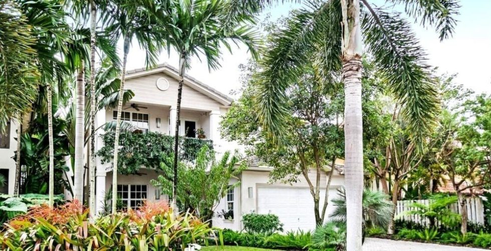 Charming South Florida Home With Luscious Garden And Palm Trees