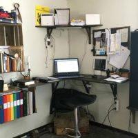 Det är ok att kontorshörnan är lite stökig...