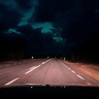 Vägen låg ödslig...