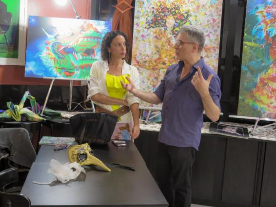 Henrique Vieira Filho orienta os participantes a deixar as emoções e a imaginação atuarem na interpretação das obras de Arte