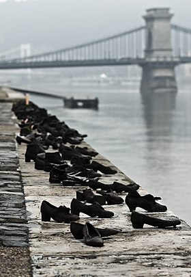 280px-Shoes_Danube_Promenade_IMGP1297