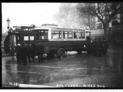 Nouveaux autobus mis en service sur la ligne Gare de l'Est-Trocadéro. Photographie de presse, agence Rol, 1911