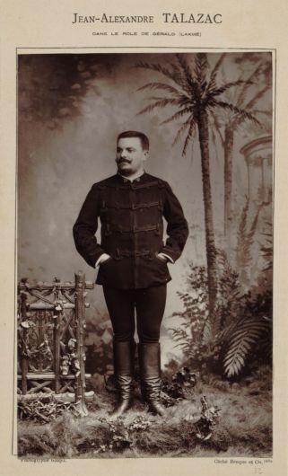 Photoglyptie d'après un cliché Benque, 1884. 19 x 12cm (im.). Jean-Alexandre Talazac dans le rôle de Gérald. Source : Gallica/BnF.