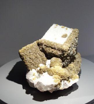 Fluorite, quartz et sidérite. Cumbria, Royaume-Uni. Ancienne collection Vésignié.