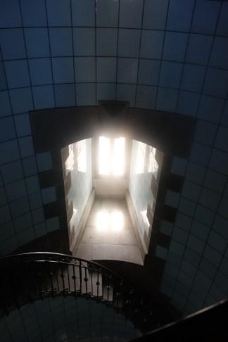 Une des fenêtres. On remarque l'épaisseur du mur. Photographie personnelle.