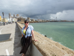 Annie with the vista of the south side of Cádiz behind her.