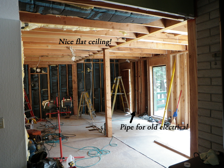 Nice flat ceiling and notice the pipe for electric wires.