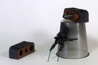 figure-holder-04