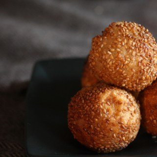 Fried sesame balls with banana filling