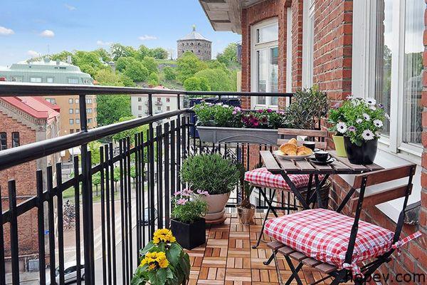 garden style balcony