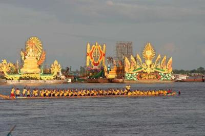 Boat races at Phnom Penh celebrating Bon Om Tuk, the water festival marking the seasonal reversal of the direction of flow in the Mekong. This year's celebrations were cancelled to mourn recent losses from major floods. (Image source http://hilariusdarman.wordpress.com/)