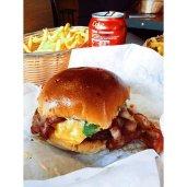 Tommis Burgerjoint burger