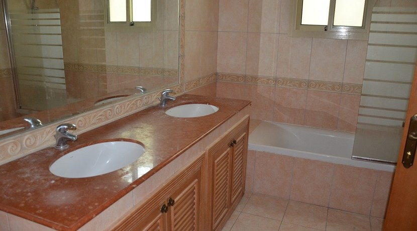 4BR villa with private pool for rent in Saar  (21)